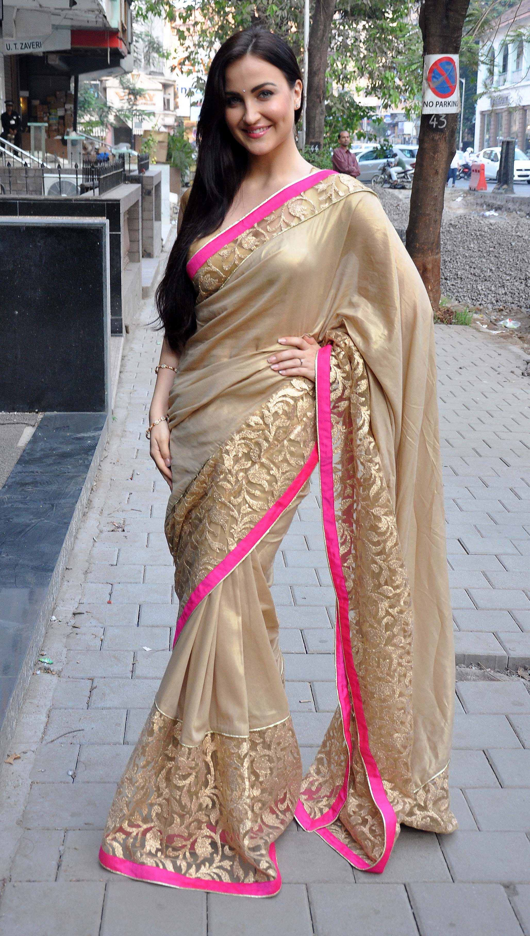 http://www.phototadka.com/wp-content/uploads/2017/06/Elli-Avram-looking-hot-in-Sarees.jpg Madhubala Serial Golden Saree