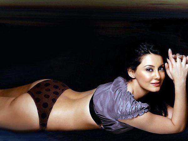 Hot Minisha Lamba in Bikini Panty photos