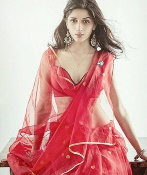 Mawra Hocane bold Photoshoot in pink pictures