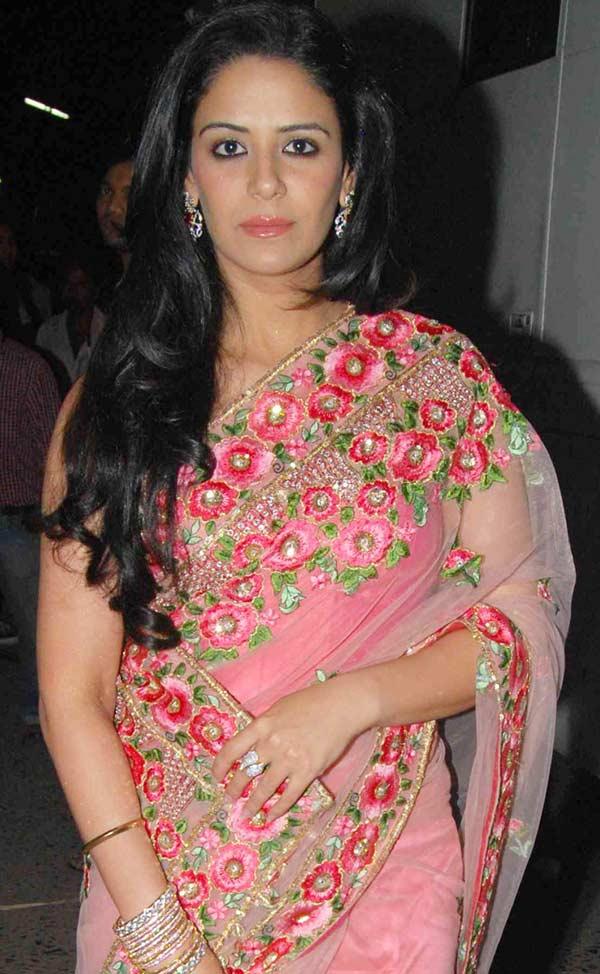 Mona Singh Hot Pics