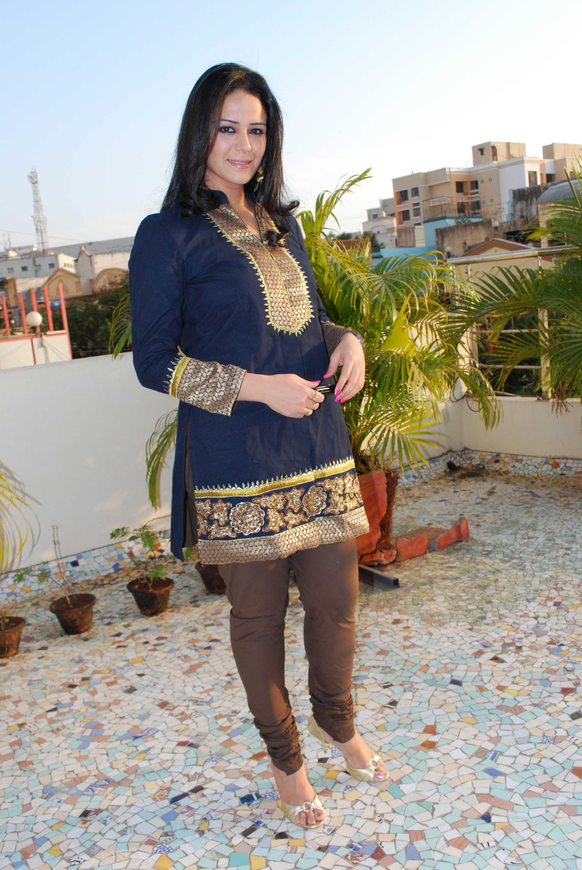 Mona Singh sexy looks