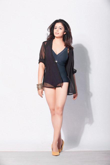 Neha Pendse hot bikini photos