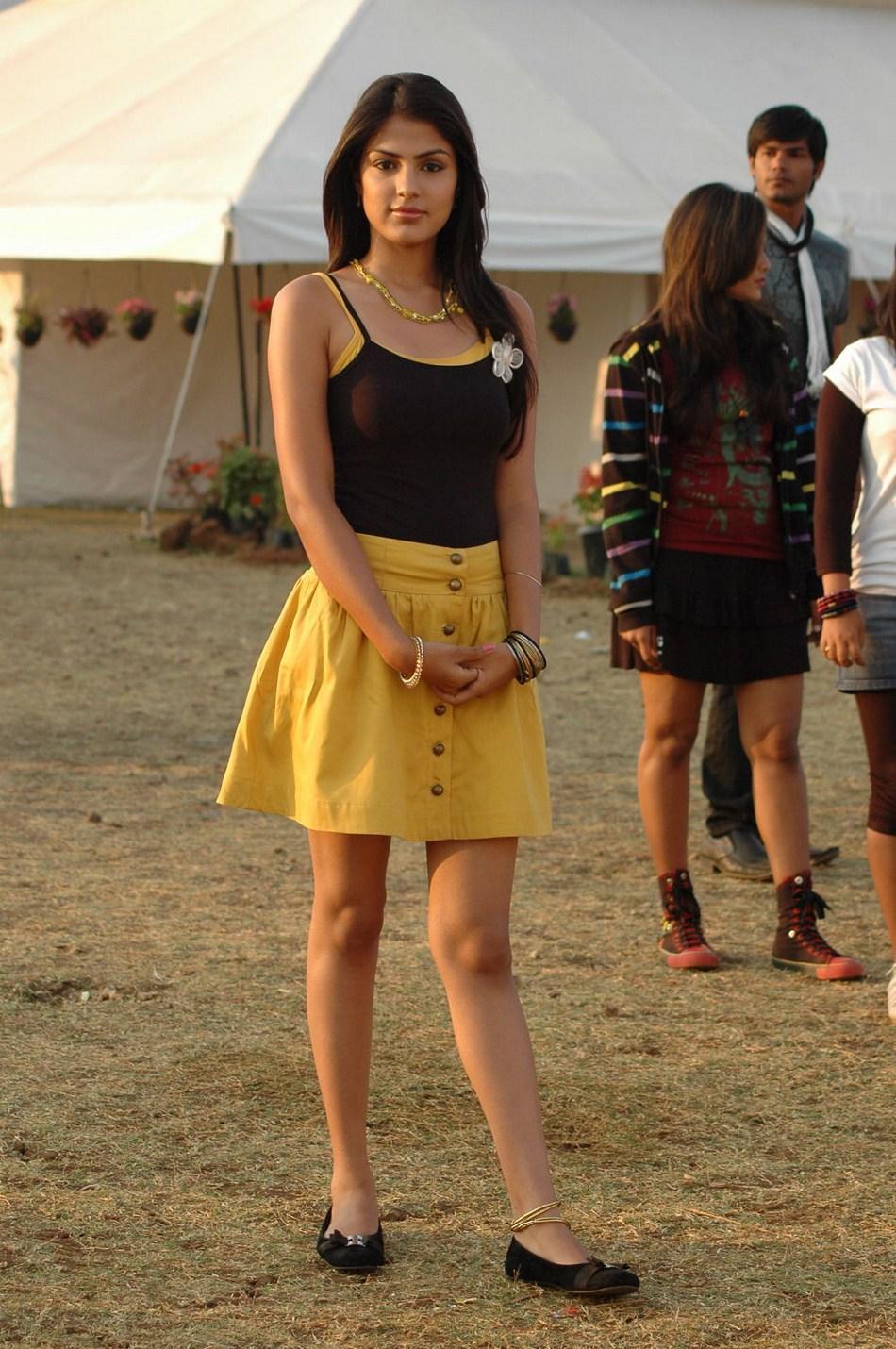 Rhea Chakraborty 15 Photos Of Super Hot Unseen Bikini Bra Swimsuit Pics  Wallpapers -5402