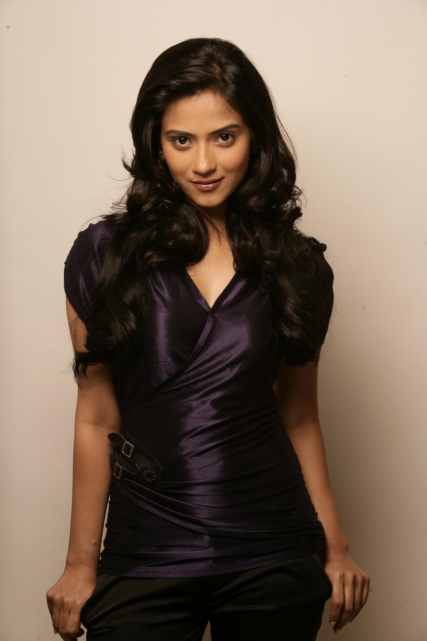 Aditi-Sharma-looking-hot-in-black-dress Aditi Sharma 11+ Unseen Bikini Photograph, Scorching Horny Swimsuit Images Age & Toes Wiki