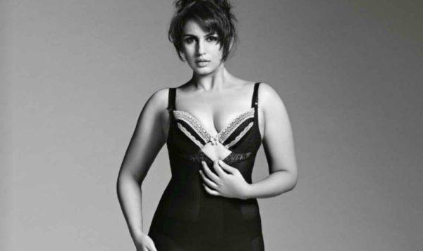 Huma-Qureshi-Cleavage-Photos-600x357 Huma Qureshi 11+ Unseen Bikini Bra Swimsuit Pictures Age & Wiki
