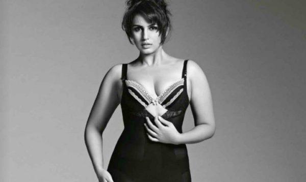 Huma-Qureshi-hot-Cleavage-Images-600x358 Huma Qureshi 11+ Unseen Bikini Bra Swimsuit Pictures Age & Wiki