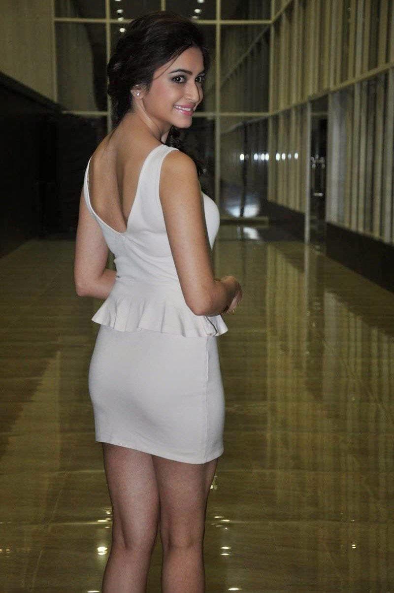 Kriti-Kharbanda-hot-Backless-dress Kriti Kharbanda 11+ Unseen Bikini Swimsuit Images Age & Wiki