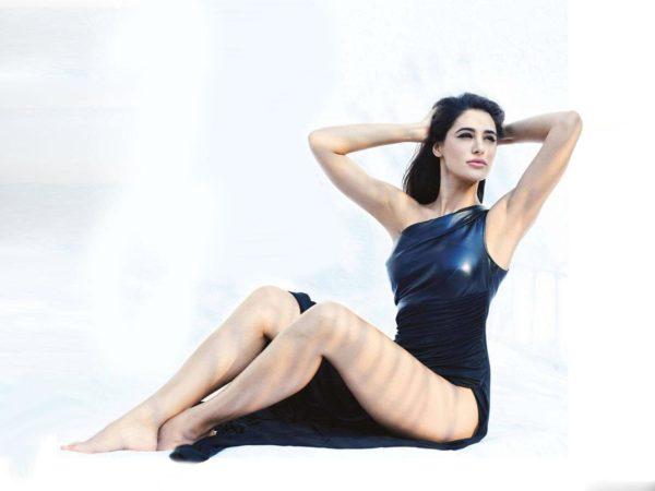 Nargis-Fakhri-600x450 Nargis Fakhri 11+ Unseen Bikini Swimsuit Images Age & Wiki