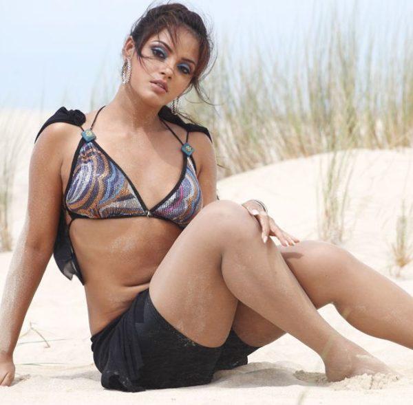 Neetu-Chandra-Bikini-Photos-600x589 Scorching Neetu Chandra 11+ Unseen Bikini Swimsuit Photos Age Ft Wiki