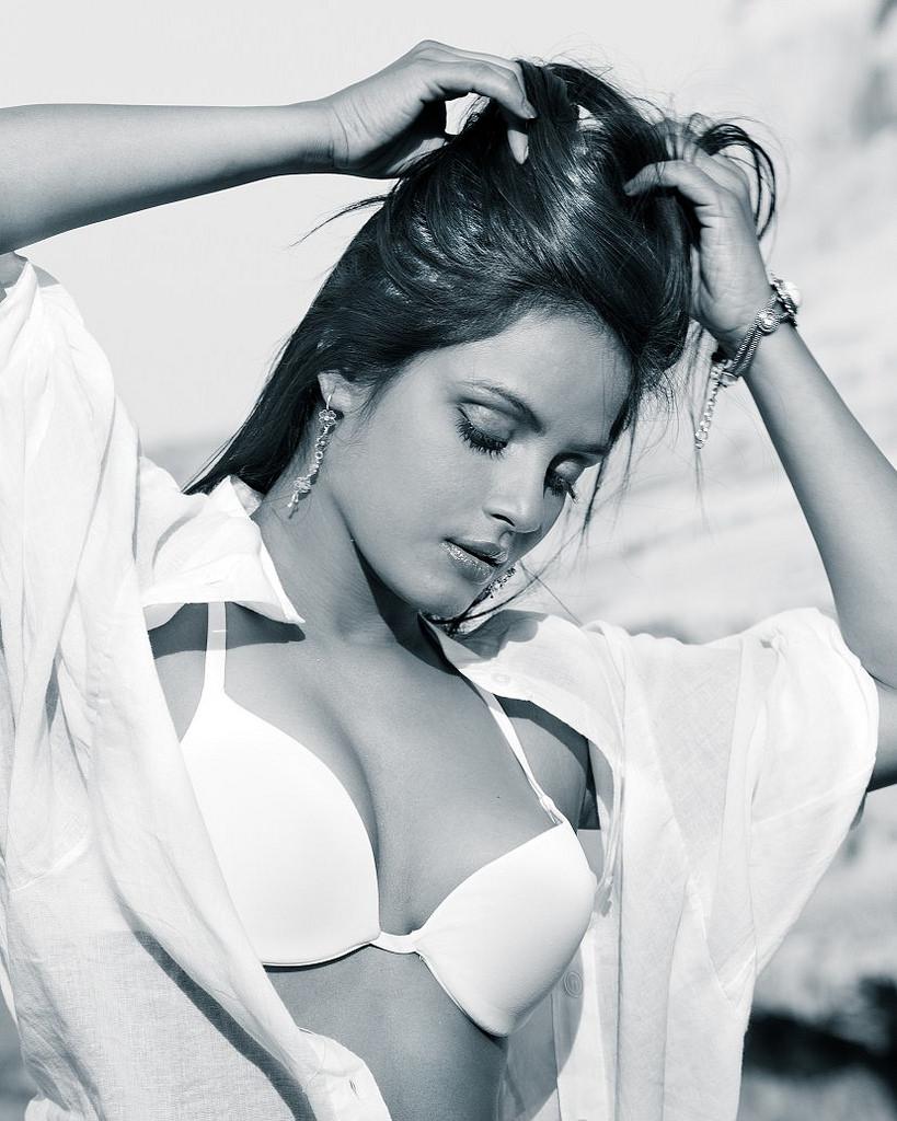 Neetu-Chandra-hot-Bikini-Images Scorching Neetu Chandra 11+ Unseen Bikini Swimsuit Photos Age Ft Wiki