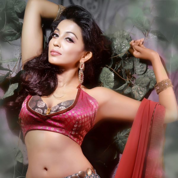 Parvatii Nair Bikini Navel Cleavage shown Photos Gallery