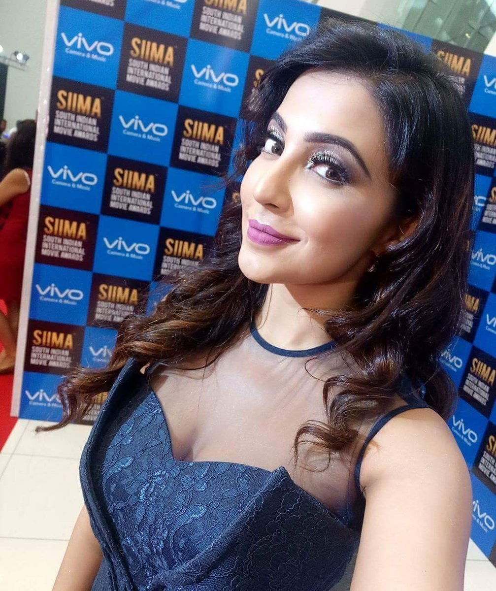 Parvatii-Nair-hot-Cleavage-pics Scorching & Engaging Parvati Nair 11+ Unseen Bikini {Photograph} Swimsuit Photographs Age Toes Wiki