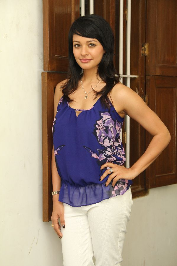 Pooja-Kumar-in-jeans-Tshirt-Photos Engaging Pooja Kumar 11+ Unseen Bikini Image Swimsuit Pictures Age Ft Wiki