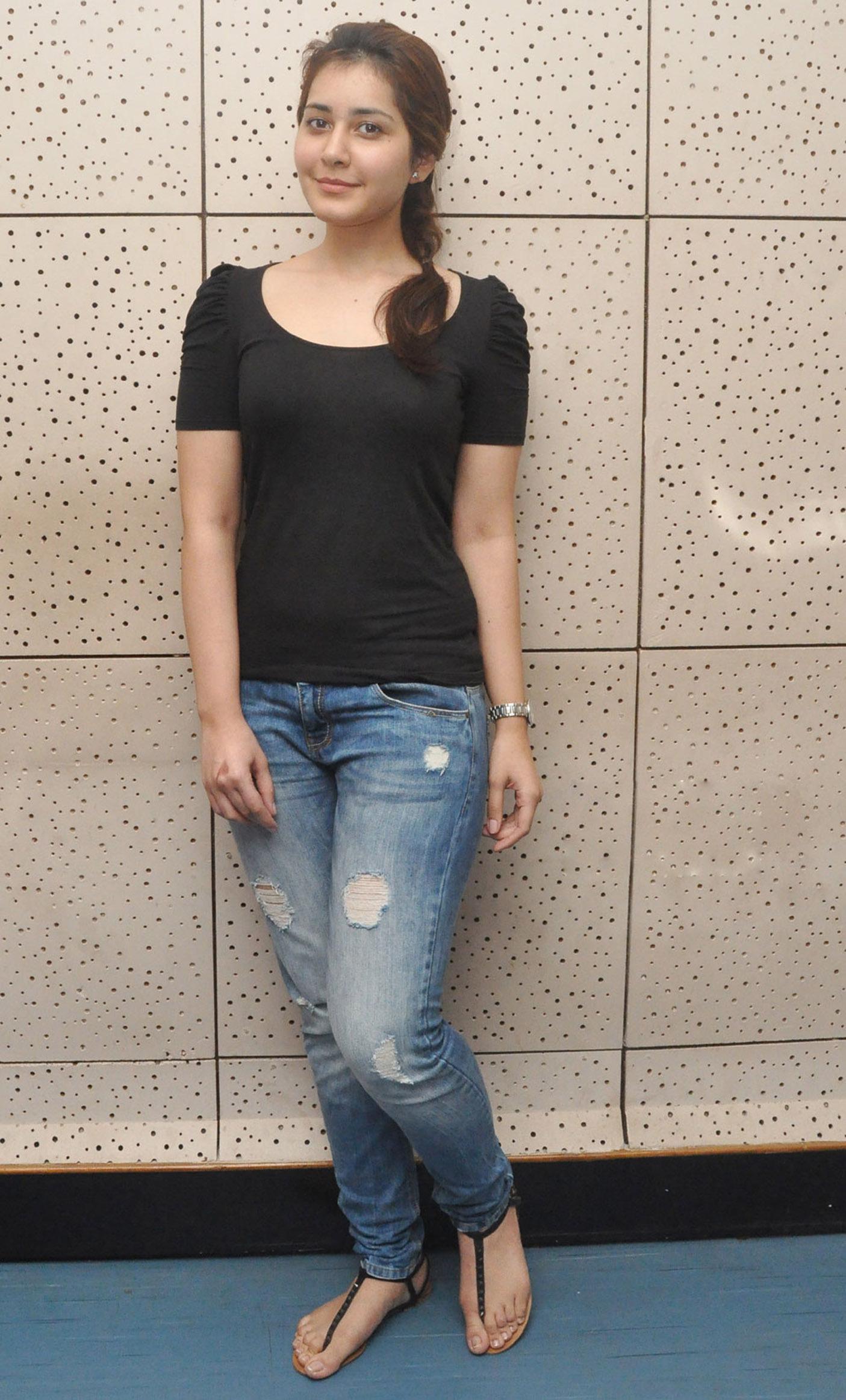 Rashi-Khanna-in-Jeans-Tshirt-pics Scorching Raashi Khanna 11+ Unseen Bikini {Photograph} Swimsuit Footage Age Toes Wiki