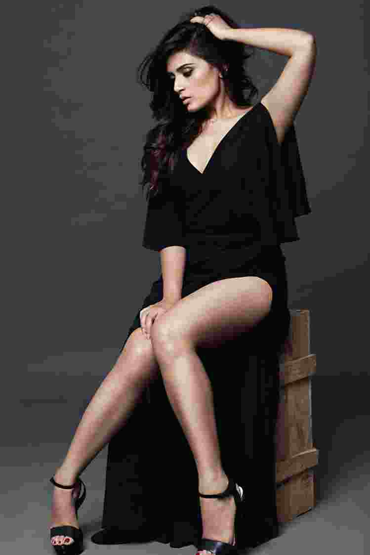 Richa-Chadha-Hot-Photoshoot Richa Chadha 11+ Unseen Bikini Photograph, Scorching & Attractive Swimsuit Images Age & Wiki