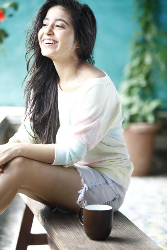 Shweta-Tripathi-picture-with-smile Shweta Tripathi 10+ Unseen Bikini Picture, Sizzling Horny Swimsuit Photographs Age & Ft Wiki