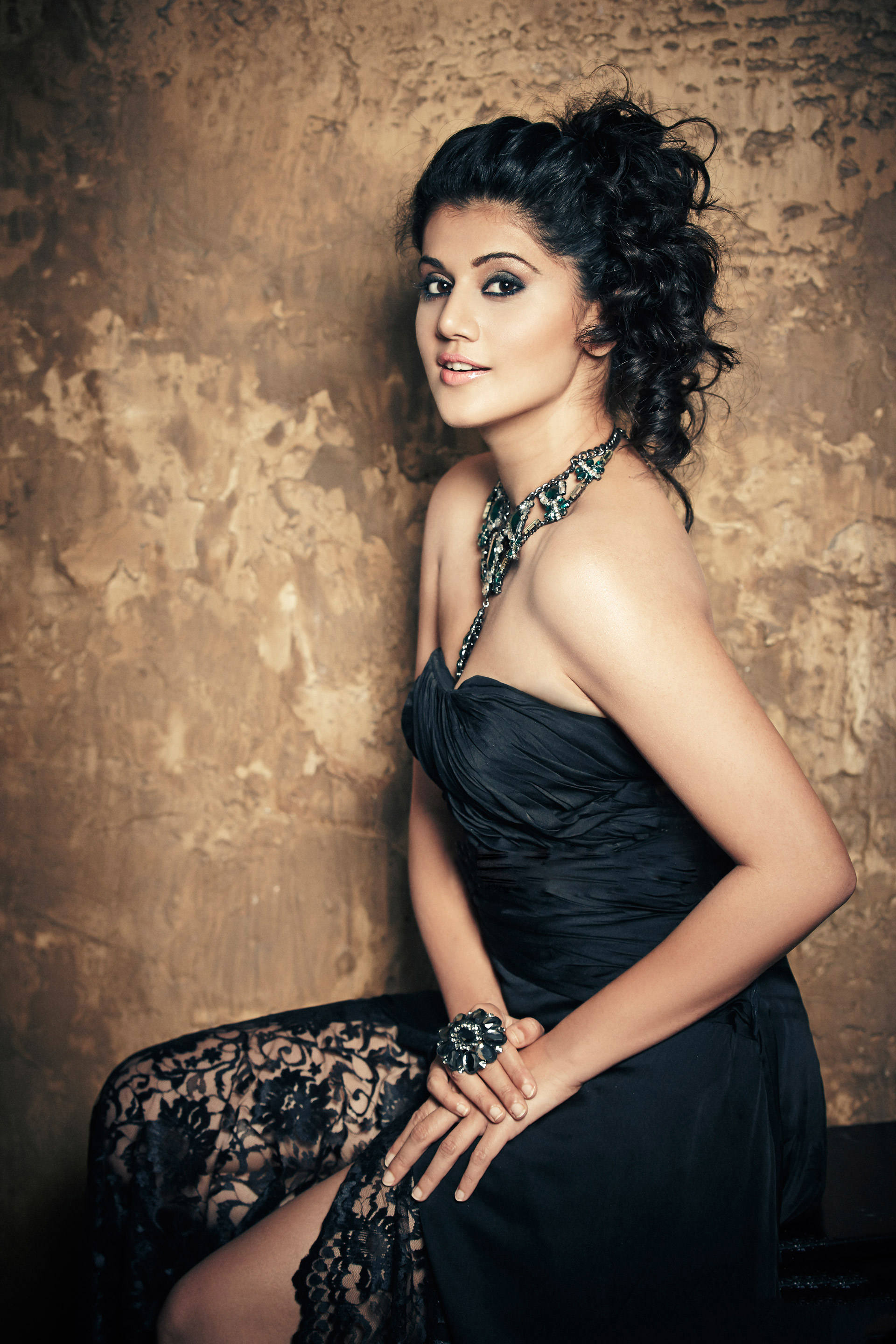 Taapsee-Pannu-Hot Taapsee Pannu 11+ Unseen Bikini Picture Scorching Attractive Swimsuit Images Age & Toes Wiki