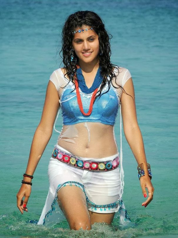 Taapsee-Pannu-Swimsuit-navel-show-e1502014481868 Taapsee Pannu 11+ Unseen Bikini Picture Scorching Attractive Swimsuit Images Age & Toes Wiki