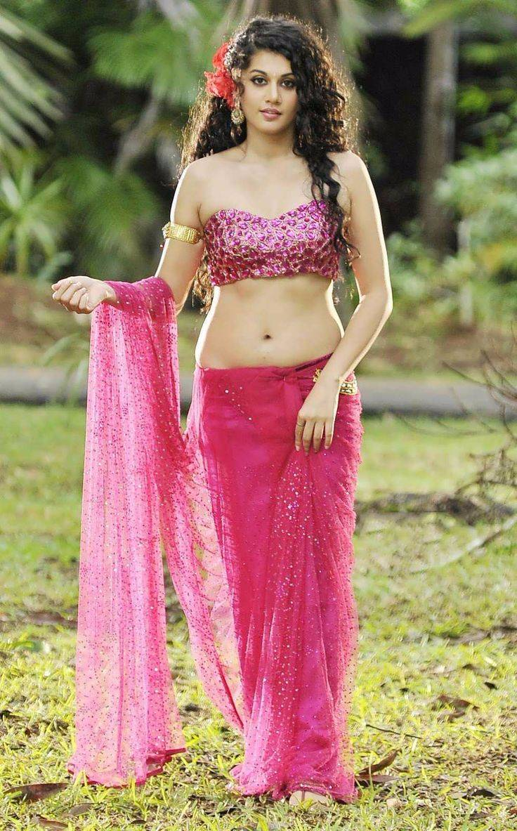 Taapsee-Pannu-hot-in-saree-navel-show Taapsee Pannu 11+ Unseen Bikini Picture Scorching Attractive Swimsuit Images Age & Toes Wiki