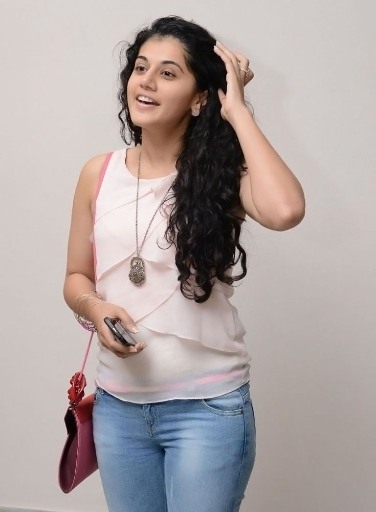 Taapsee-Pannu Taapsee Pannu 11+ Unseen Bikini Picture Scorching Attractive Swimsuit Images Age & Toes Wiki