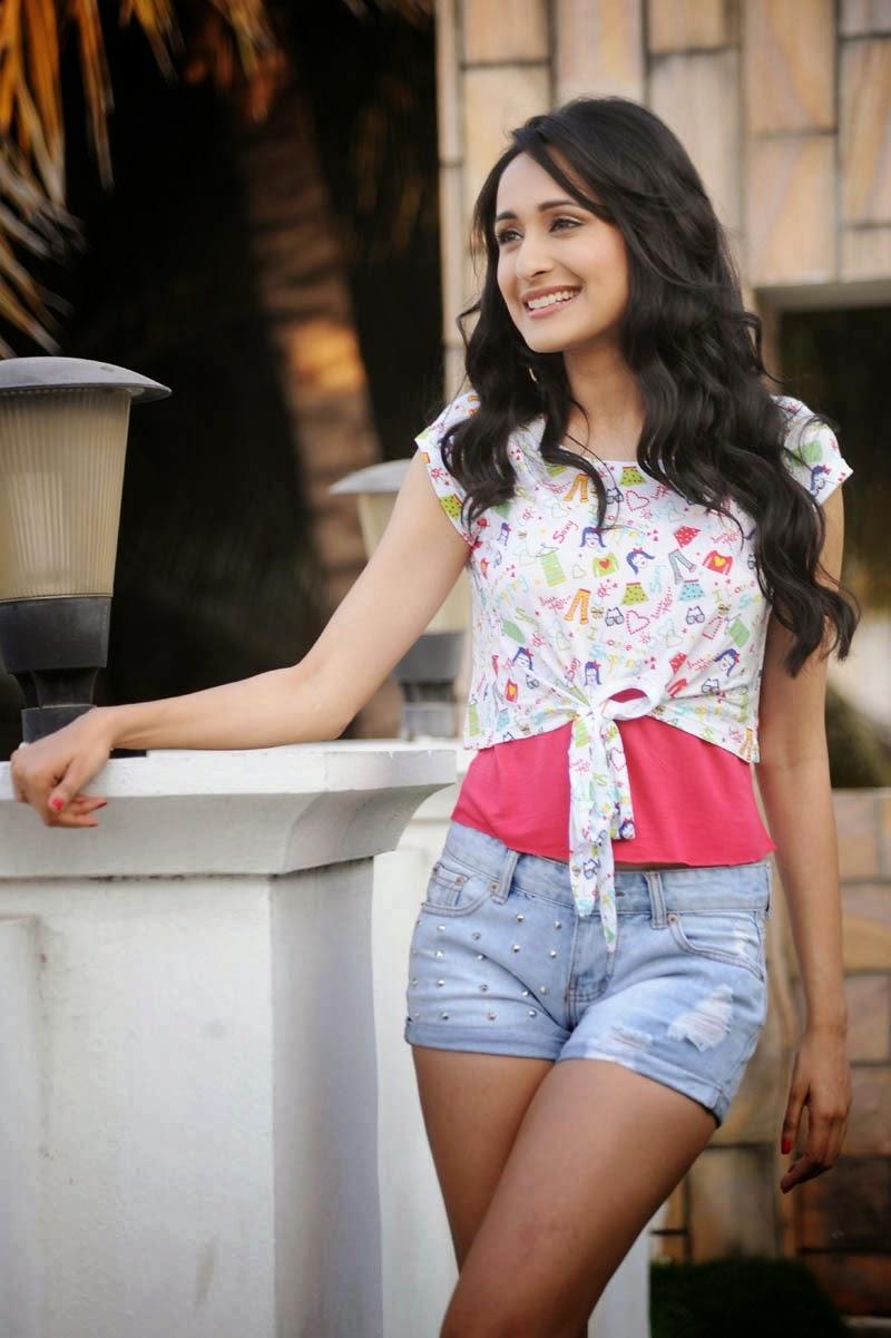 Pragya-Jaiswal-Sexy Pragya Jaiswal 11+ Unseen Bikini Swimsuit Footage Age Ft Wiki