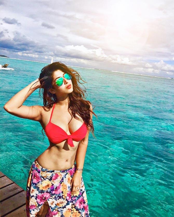 Sonarika-Bhadoria-bikini Sonarika Bhadoria 11+ Unseen Bikini Swimsuit Photographs Age Wiki
