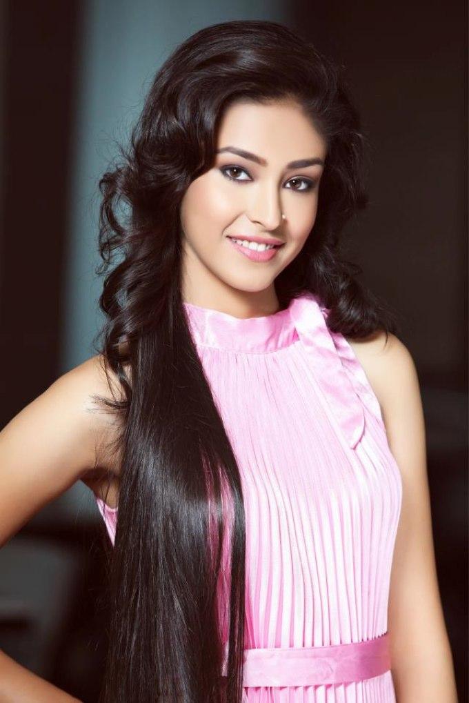 Super sexy beauty Navneet Kaur Dhillon Images