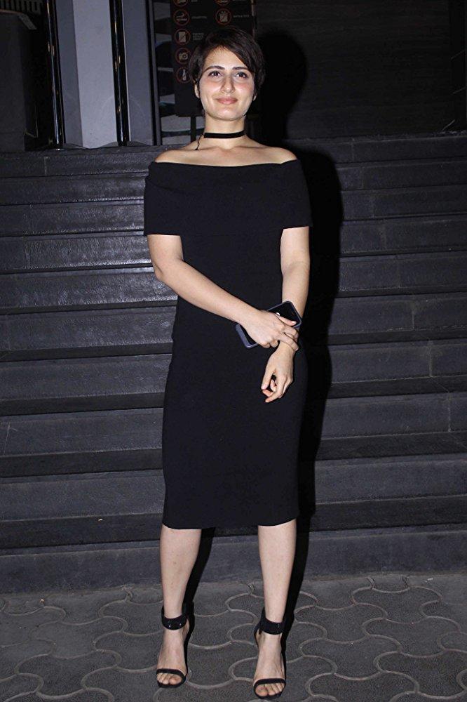 Hot and sexy Fatima Sana Shaikh Photo Gallery