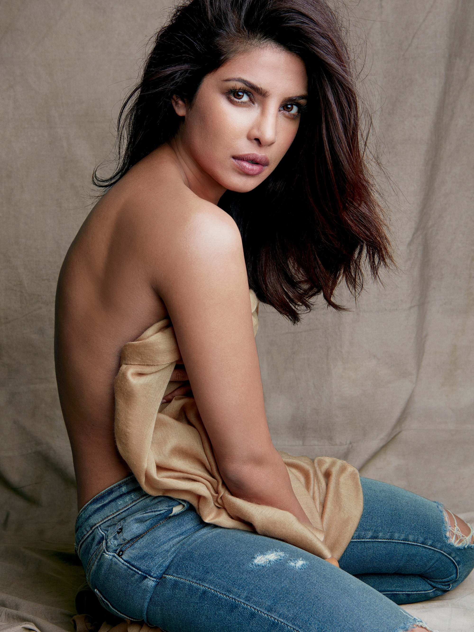 Priyanka Chopra 11+ Sizzling Bikini Swimsuit Photos Wiki ...