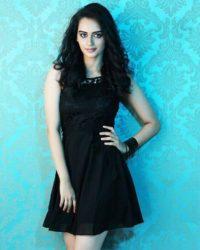 Manushi Chhillar Images
