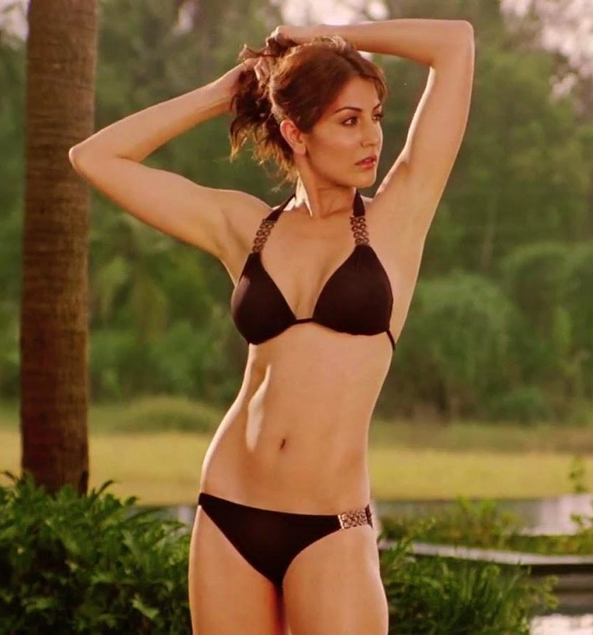 Anushka-Sharma-Bikini-Photos-e1521648363746 Actress Anushka Sharma Age Weight Decide Bikini Pictures Wiki