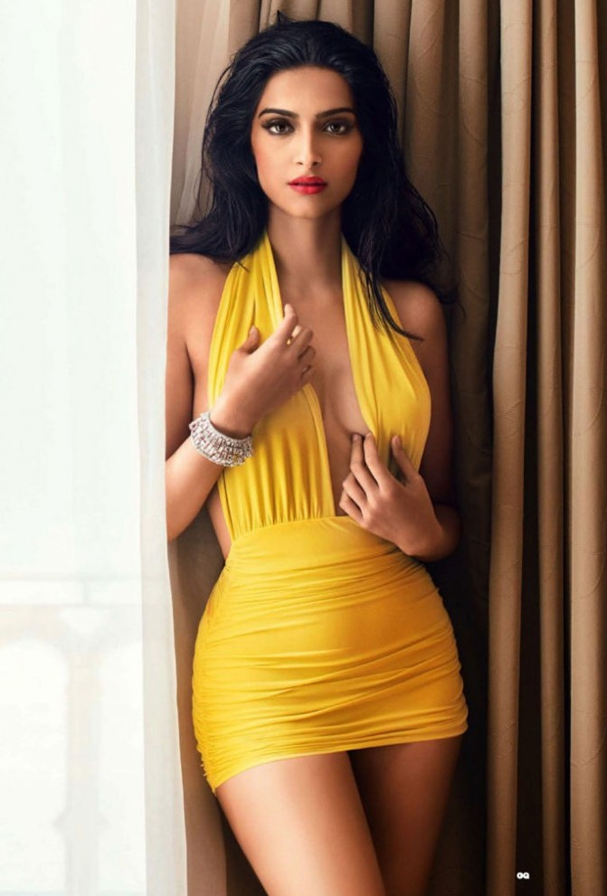 Sexy images of sonam kapoor