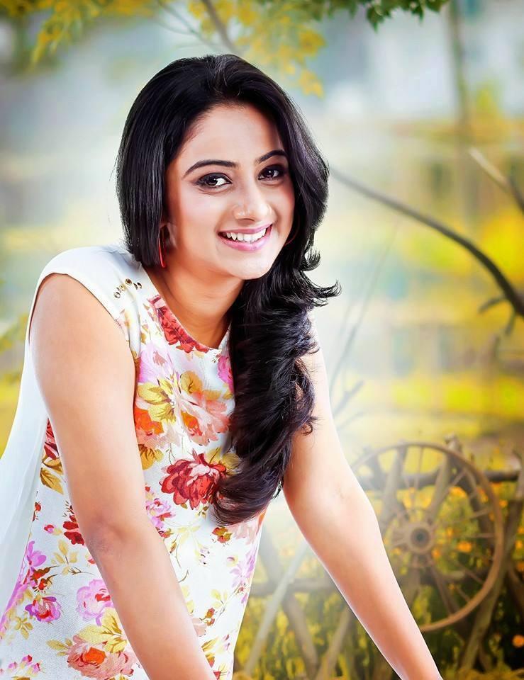 Namitha Hot Photos, Images, Wiki, HD Wallpapers