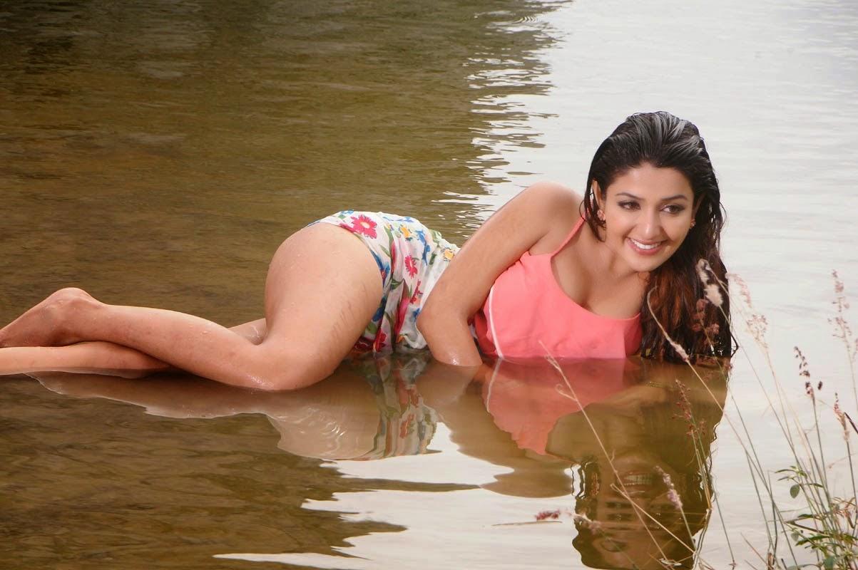 Sonia Mann Bikini Swimsuit Photo Gallery