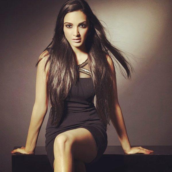 Kiara-Advani-black-short-dress-600x600 Kiara Advani Wiki Bio Age Peak Weight Scorching Bikini {Photograph} & Image