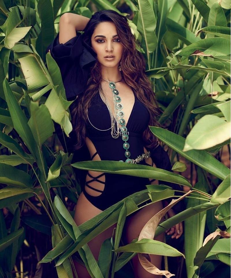 Kiara-Advani-sexy-look Kiara Advani Wiki Bio Age Peak Weight Scorching Bikini {Photograph} & Image