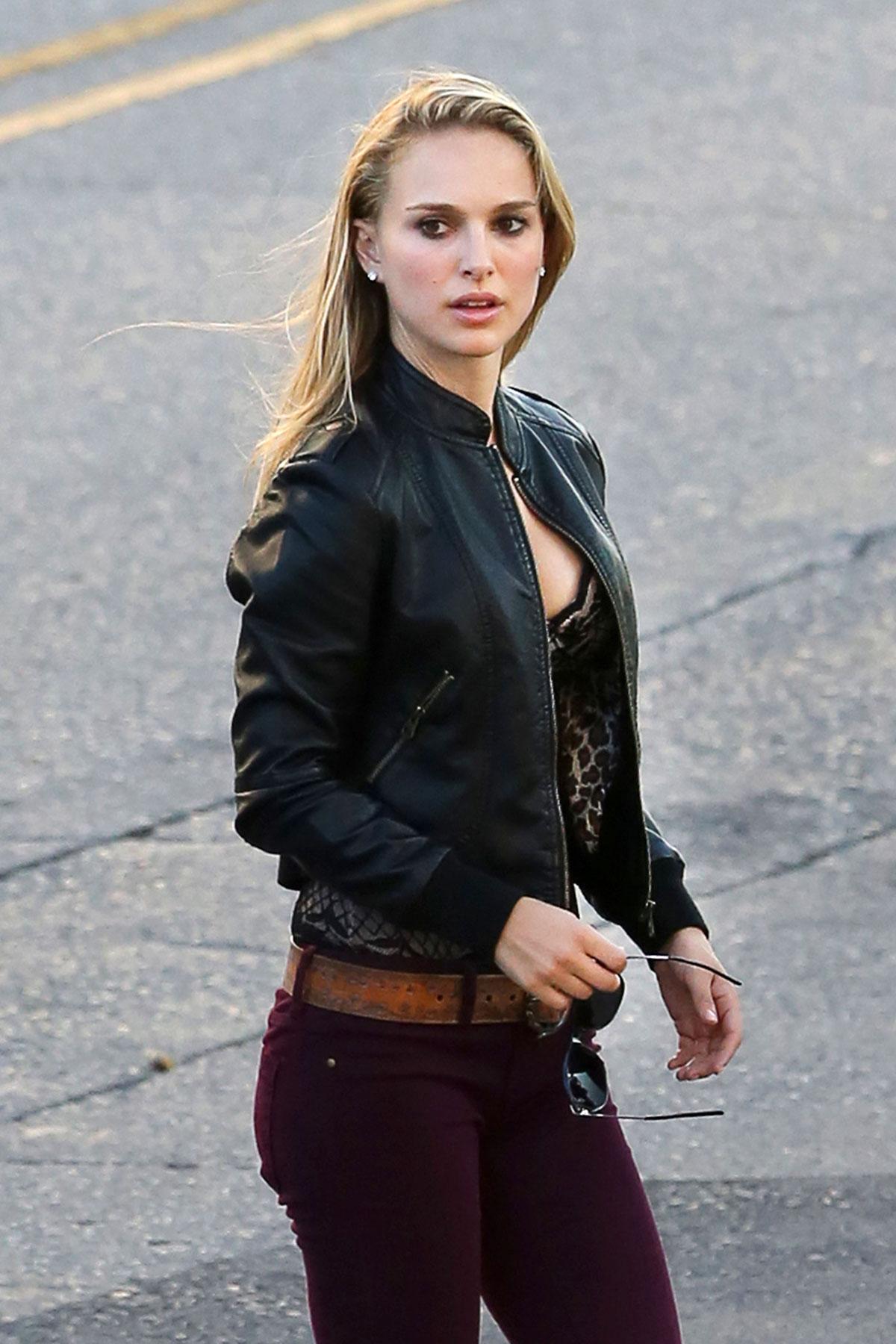 Natalie-Portman-Age-Height-Weight Actress Natalie Portman Biography Age Wiki Top Sizzling Bikini Images