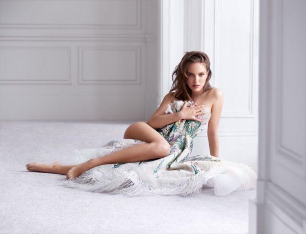 Natalie-Portman-Hot-Photo-600x458 Actress Natalie Portman Biography Age Wiki Top Sizzling Bikini Images